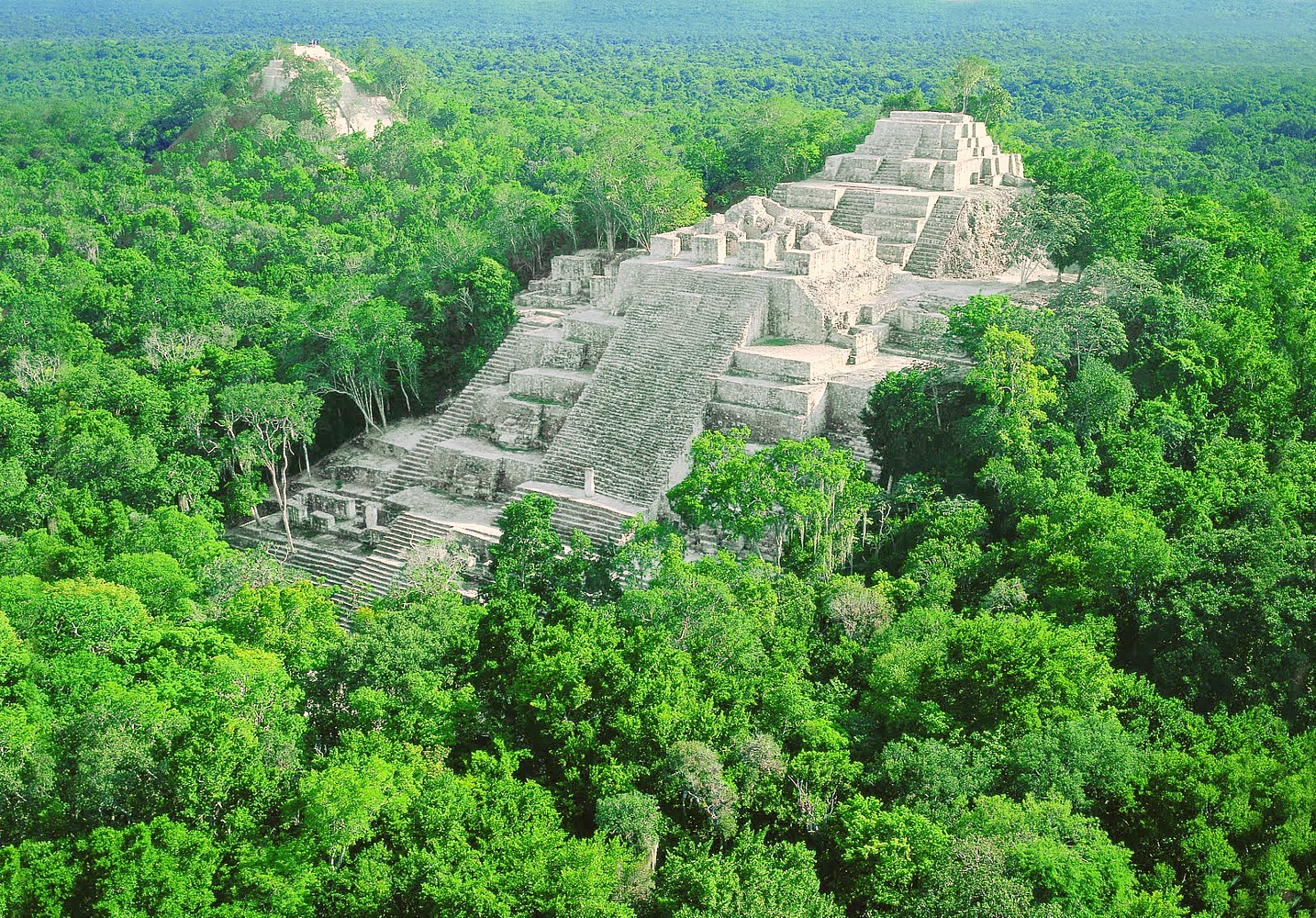 how to get to calakmul by tour